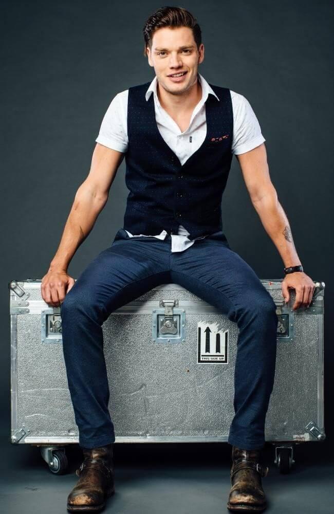 Kieran Count Dominic-Sherwood-height